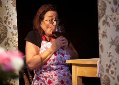 izzie ruikt wijn